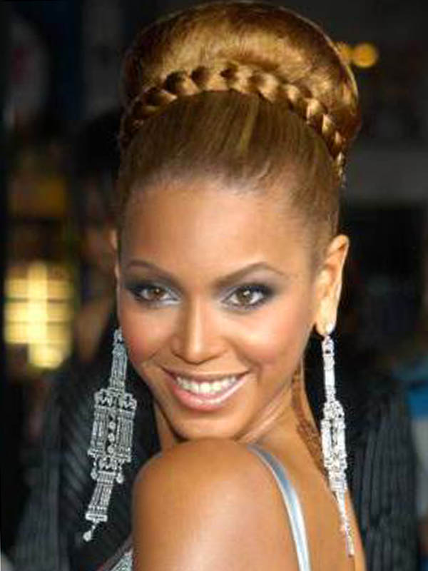 Beyonce makes a braided updo hairstyle mixing braid with a heavy bun ...